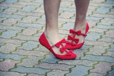 must. find. these. shoes.