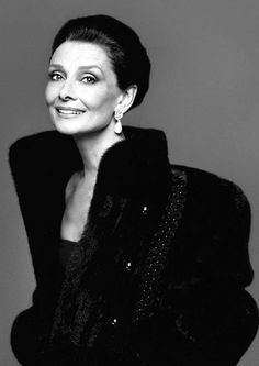 """Audrey Hepburn photographed by Richard Avedon in New York (USA), for """"What Becomes A Legend Most"""" by Blackglama, in 1987 wearing a black fur jacket with embroidered details by Blackglama, evening gown of Hubert de Givenchy and YSL earrings Audrey Hepburn Mode, Audrey Hepburn Outfit, Katharine Hepburn, Richard Avedon, Divas, Fair Lady, Classic Beauty, Timeless Beauty, Timeless Elegance"""