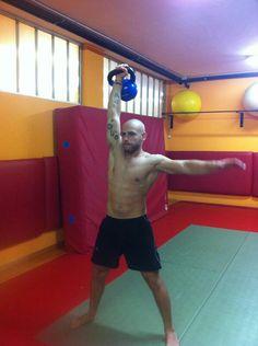 Training day..  Snatch con 20 kg ktb.