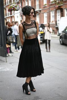 We had to mention one of the most stylish women in the fashion industry Yasmin Sewell. New Fashion Trends, Fashion Models, Fashion Brands, Fashion Tips, Girl Fashion, Street Chic, Street Style, Street Fashion, Estilo Real