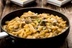 La pasta alla boscaiola è un primo piatto cremoso e dal sapore molto intenso. Ecco la ricetta Korean Rice Bowl Recipe, Spatzle, Cooking For One, Comfort Food, Rice Bowls, Gluten Free Recipes, Macaroni And Cheese, Food And Drink, Lunch