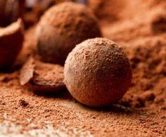Che bontà inimitabile le palline di cioccolato e nocciole! Il loro gusto morbido e delicato rende questi dolcetti molto amati soprattutto dai bambini.