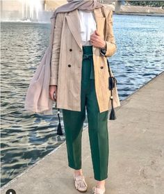 In summer most hijabi women like to wear comfortable casual outfits with light fabrics, to avoid the high temperature of the summer season. Muslim Fashion, Modest Fashion, Hijab Fashion, Work Fashion, Fashion Clothes, Paris Fashion, Fashion Ideas, Fashion Inspiration, Fashion Dresses
