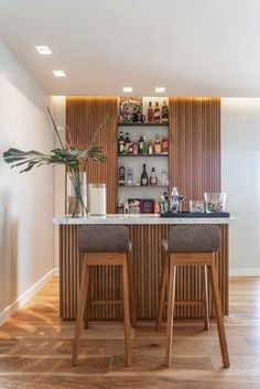 Textured island to differentiate from existing cabinets Bar Table Design, Bar Counter Design, Home Bar Rooms, Home Bar Decor, Home Bar Designs, Basement Bar Designs, Living Room Bar, Home Living, Bar Sala