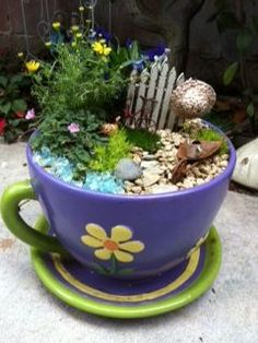 The variety of miniature plants in this miniature garden is really elaborate. Beautiful miniature garden in a tree stump for a pod. Mini Fairy Garden, Fairy Garden Houses, Gnome Garden, Garden Gate, Fairy Gardening, Little Gardens, Terrariums, Fairy Doors, Cactus Y Suculentas