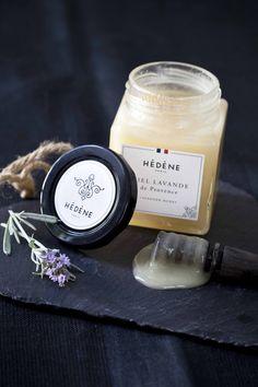 Le miel de lavande est aussi un produit naturel! Puissant pour résister à la cuisson ou au refroidissement dans une glace au yaourt par exemple?   http://www.panierdesaison.com/2014/07/glace-au-yaourt-et-au-miel-de-lavande-les-miels-hedene-les-bien-nommes.html