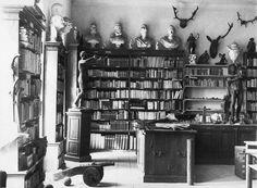 Breitenburg castle library (photo pre-WWII?) +