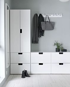 Idea for the hallway - Ikeas Stuva kids collection - Ikea DIY - The best IKEA hacks all in one place Nordli Ikea, Wardrobe Solutions, Farmhouse Side Table, Diy Bathroom Remodel, House Colors, Entryway, New Homes, Room Decor, Interior Design