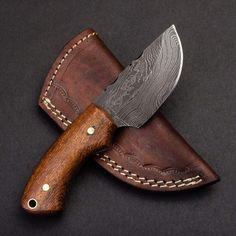Overall Length: Handle Length: Blade Length: Blade Material: Damascus Steel Blade thickness: Damascus pattern: Twist Number of layers: 256 Grind: Secondary bevel Handle Material: Walnut Includes a hand stitched full grain leather sheath with belt loop Cool Knives, Knives And Tools, Knives And Swords, Damascus Knife, Damascus Steel, Deer Antler Crafts, Edc, 1095 Steel, Knife Template