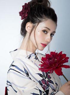 Beautiful Japanese Girl, Beautiful Asian Women, Wedding Kimono, Japan Model, Bond Girls, Kimono Fabric, Japanese Outfits, Yukata, Japanese Kimono