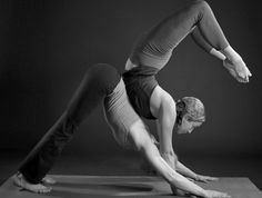 Acroyoga - beautiful! This shit is happening this year! @Jasmin H.ulrich Rexford
