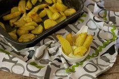 Patatas al romero con salsa de ajo | Comer con poco