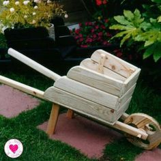 Garden Wheelbarrow - Famous Last Words Outdoor Wood Projects, Diy Wood Projects, Garden Projects, Woodworking Projects, Pallet Crafts, Diy Home Crafts, Craft Stick Crafts, Wheelbarrow Planter, Planter Boxes