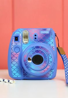 Make your own mermaid scale patterned instax camera skin - creative ideas for using patterned vinyl : So cute! Make your own mermaid scale patterned instax camera skin - creative ideas for using patterned vinyl Polaroid Instax Mini, Fujifilm Instax Mini, Poloroid Camera, Instax Mini 9, Instax Mini Ideas, Polaroid Cases, Vintage Polaroid Camera, Leica Camera, Nikon Dslr