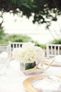 Love the gold antler accent on this hydrangea centerpiece {Photo by The Nichols via Project Wedding}