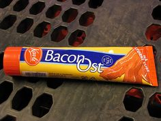 This pix was on a 'Denmark' board so am not sure what is inside the tube... just thought anything bacon in a tube was interesting