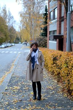 #streetstyle #trenchcoat #camel #autumnstyle #howtowearatrench #zaratrench #denimblouse #styleblogger #stylishtrenchcoat. Go to see more: http://omanelamansamalli.blogspot.fi/