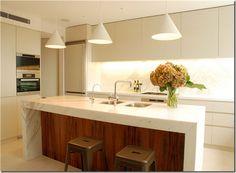 Cozinha com bancada  em mármore branco - kitchen