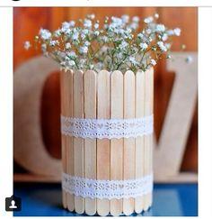 Vasinho com flores feito com palitos de picolé! Fofo e delicado!