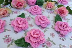 Crochet Roses Crochet roses by BautaWitch. Crochet Puff Flower, Love Crochet, Crochet Flowers, Textiles, Crochet Basics, Flower Tutorial, Flower Crafts, Flower Making, Projects To Try