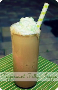 TO DIE FOR!!!  International Delight Light Peppermint Patty Frappé #LightIcedCoffee