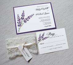 Spitzen-Hochzeitseinladungen, rustikale Hochzeitseinladung, elegante Hochzeitseinladung, Flieder und Lavendel, lila, Plum Hochzeitseinladungen, Shabby Chic, Vintage. Verfügt über schönen lila lila Design mit Schnürung um die Einladung gewickelt, mit Satinband gebunden-Tag und ein Tag. Aus weißem Karton aufgedruckt und geschichtet auf lila Karton, siehe letztes Foto Einladung matte Farben   Im Beispiel können Sie kaufen hier…