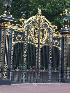 Super ideas for elegant entrance door wrought iron Grill Gate Design, Steel Gate Design, Iron Gate Design, House Gate Design, House Front Design, Door Design, Main Entrance Door, Entrance Gates, Metal Gates