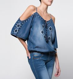 Cold shoulder blouse to makeoutdoor clothing brands, outdoor clothing stores, outdoor clothing near me, outdoor clothing store near me, outdoor clothing women`s. Denim Fashion, Look Fashion, Fashion Outfits, Womens Fashion, Jeans Denim, Denim Top, Outdoor Clothing Stores, Estilo Jeans, Denim Ideas