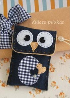 Adorable felt owl pouch - no tutorial or pattern, pic for inspiration Fabric Crafts, Sewing Crafts, Sewing Projects, Projects To Try, Felt Case, Felt Pouch, Pochette Portable, Owl Bags, Owl Crafts