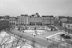 Kaartin halli 1930-luvun lopulla. Erottajan paloasema ja puhelinyhdistys näkyvät vielä kattojen ylitse.