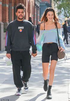 Bella Hadid and The Weeknd look loved up in NYC, November 2018 Bella Hadid Outfits, Bella Hadid Style, Bella Hadid Hair, Abel And Bella, Victoria Secret Fashion Show, The Weeknd, Swagg, Hailey Baldwin, Celebrity Style