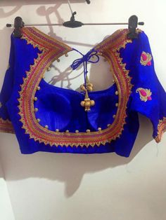 Add some exuberant designs to your collection and feel like a queen! Designer Blouse Patterns, Saree Blouse Patterns, Saree Blouse Designs, Blouse Models, Neck Pattern, Queen, Designer Wear, Embroidery Designs, Traditional Outfits