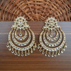 How To Clean Gold Jewelry With Baking Soda Indian Jewelry Earrings, Indian Jewelry Sets, India Jewelry, Wedding Jewelry, Gold Jewelry, Indian Accessories, Antique Earrings, Antique Jewellery Designs, Jewelry Design