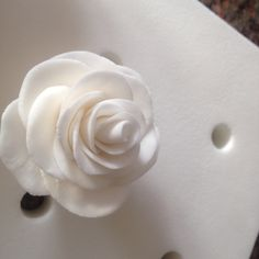 Single petals of fondant without cutters