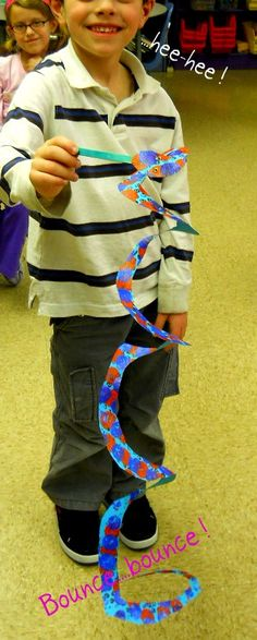 *Fun Art 4 Kids: 1st grade - paper snake that springs back ... paper in this tut was prepainted by the same kids