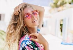 Close-up portrait of magnificent caucasian girl in round pink sunglasses. Lovable long-haired blonde woman enjoying life and having fun at resort. Pink Sunglasses, Sunglasses Women, Emotionally Unavailable Women, Morning Texts For Him, Sport Videos, Facial Bones, Love Poems For Him, Caucasian Girl, Text For Him
