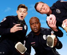 USA Network is showing comedy creators that it is willing to stick with new series while they find their legs, giving a second-season order to freshman paramedic comedy Sirens, from Fox TV Studios, Denis Leary and Bob Fisher. Sirens Tv, Finding Carter, Tv Show Music, Fox Tv, Usa Network, Volunteer Firefighter, Second Season, Season 1, Watch Tv Shows