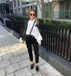 Pinned onto 2018 winter outfits Board in 2018 winter outfits Category Moda Fashion, Girl Fashion, Fashion Looks, Fashion Outfits, Womens Fashion, Fashion Trends, Jeans Fashion, Fashion 2016, Fashion Today