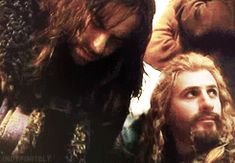 GIF  Fili and Kili in Desolation of Smaug - awww... look at the worry on Fili's face when his little brother falls over. Very well-played! I <3 these two! ^.^ Big brother Fili is there in Kili's time of need.