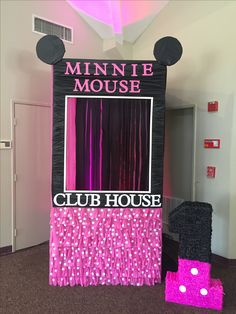 Photo booth Minnie Mouse Minnie Mouse Theme Party, Minnie Mouse Baby Shower, Mickey Mouse Clubhouse Birthday, Mickey Party, Baby Girl Birthday, Mickey Mouse Birthday, 3rd Birthday Parties, 2nd Birthday, Birthday Ideas