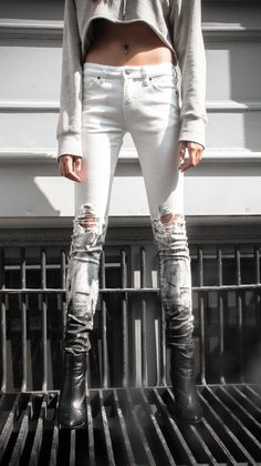 Fit + Skinny Length + Color + Off White Material + Heavy Denim Details… Edgy Outfits, Mode Outfits, Paint Splatter Jeans, Fashion Project, Lookbook, Denim Outfit, Vintage Denim, Denim Fashion, Swagg