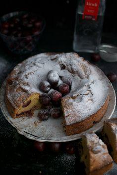 Plum cake de cerezas, receta con picotas del Jerte