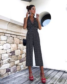 BerryGo V Neck Halter Backless Jumpsuit Women Polka Dot Button Vintage Romper Casual Loose Summer Jumpsuit 2018 Night Outfits, Classy Outfits, Stylish Outfits, Spring Outfits, Jumpsuit Elegante, Yellow Jumpsuit, Summer Jumpsuit, Rompers Dressy, Outfit Grid