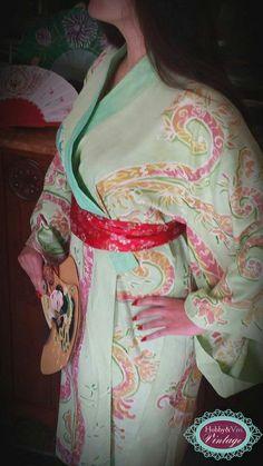 kimono. Una grande passione. Sono spettacolari i kimono giapponesi dipinti con una loro tecnica batik, che a Genova sono custoditi al museo Chiossone. Questo è stato il primo tentativo insieme a Cristina Garbini. Ed é solo l'inizio.
