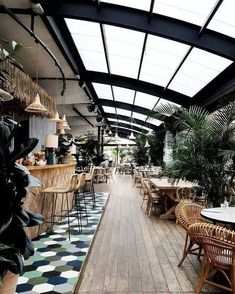 restaurant interieur No automatic alt text available. Decoration Restaurant, Deco Restaurant, Rooftop Restaurant, Coffee Shop Design, Cafe Design, Terrace Design, Greenhouse Restaurant, Greenhouse Bar, Cafe Plants