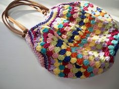 Granny Square bag tutorial. Just genius. I love this design. Thanks for sharing with us xox