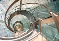 Escaleras de vidrio: Requerimientos técnicos en su diseño