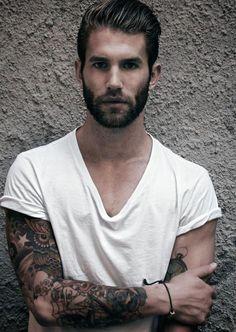 Mooie mannen met baarden en tattoos
