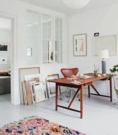 Modern office design with bright white walls and flooring Home Office Ideas Bright Design elledecorationdk Flooring Modern Office Walls White Modern Office Design, Office Interior Design, Home Office Decor, Office Interiors, Home Interior, Interior Decorating, Office Ideas, Office Inspo, Contemporary Office