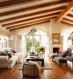 idee wohnzimmer landhausstil dachschräge sichtbare dachsparren